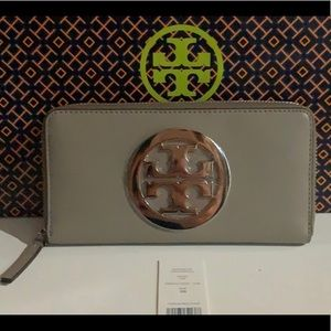 NWT Authentic Tory Burch Charlie ZIP Wallet